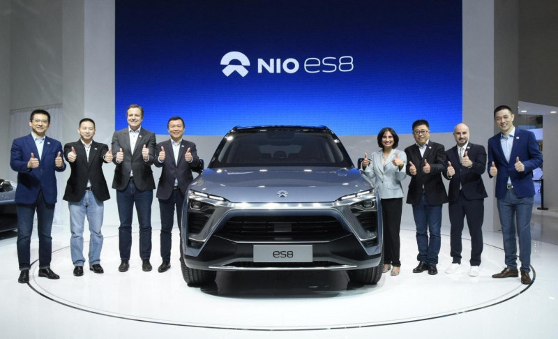 William Li (first on the right) and the NIO team